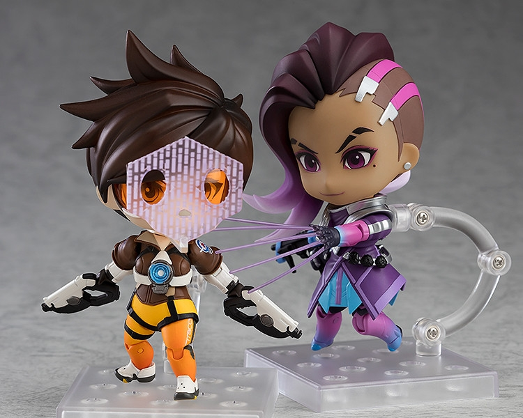 Displayed with Nendoroid Tracer: Classic Skin Edition (sold separately)