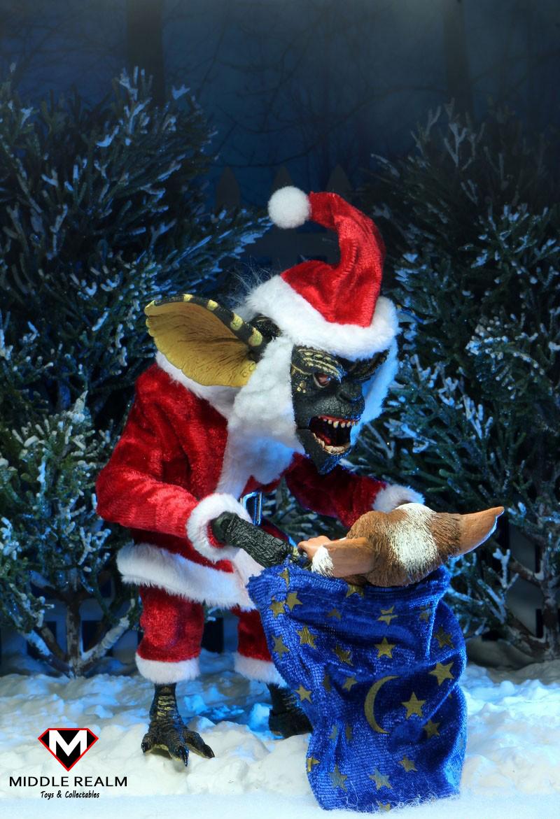 NECA Gremlins Santa Suit Stripe and Gizmo